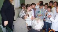 VOGHERA – Nella mattinata di giovedì 18 dicembre gli alunni delle classi 4^A, 4^B, 5^A della Scuola Primaria De Amicis, accompagnati dalle insegnanti, si sono recati alla Casa di Riposo...