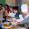 """VOGHERA – Giovedì 5 febbraio la scuola primaria De Amicis ha calorosamente accolto i bimbi della scuola d'infanzia Palli e le loro famiglie con un colorato, ritmato e …gustoso """"Tea..."""