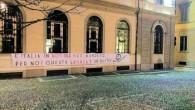 """PAVIA - Blocco Studentesco questa mattina ha contestato la laurea Honoris Causa in scienze politiche a Giorgio Napolitano consegnatagli in occasione dell'apertura dell'anno accademico. Il movimento dichiara. """"Troviamo vergognoso consegnare..."""