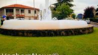 """RIVANAZZANO - """"Scherzo da prete"""" questa mattina a Rivanazzano. Qualcuno deve aver versato detersivo o qualche sale all'interno della fontana che si trova all'ingresso del paese provenendo dalla Valle Staffora,..."""