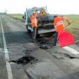 """PAVIA – La Provincia ha avviato una serie di lavori stradali di asfaltatura. Ecco dove. """"Sperando nella tenuta del tempo estivo, che quest'anno si fa attendere – spiega Piazza Italia..."""