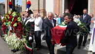 VOGHERA – Un funerale solenne ma pieno di dolore, dignità, compostezza, a partire dalla richieste dei familiari di non effettuare riprese all'interno della Chiesa. Ma anche un funerale con tanta...