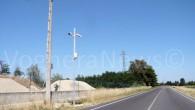 VOGHERA – Chi entra e gira per la città non può non accorgersene. Lungo le principali direttrici che conducono a Voghera da alcuni giorni sono comparsi dei pali con in...