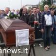 VOGHERA – E al quarto giorno arrivò anche la bara. I lavoratori della Cameron, colpiti dal 160 licenziamenti (su 470 totali), dopo i blocchi e il braccio di ferro dei...