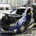 VOGHERA – Un'auto è andata a fuoco in città. E' successo questa mattina intorno alle 13 in piazza Duomo. La vettura, una Ford blu, è andata distrutta. Le fiamme hanno...