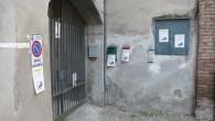 VOGHERA – Vogheresi sempre più esasperati dalla sporcizia dei marciapiedi dovuta agli escrementi dei cani. A dimostrarlo il fiorire dei cartelli affissi ai muri di molte abitazioni che s'affacciano sulla...