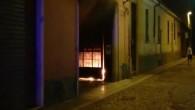 VOGHERA – Fiamme e fumo nella notte in città. E' successo al civico 4 di via Cavallotti, dove, all'improvviso, all'interno dell'androne, si sono sviluppate le fiamme. L'incendio è partito nel...