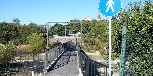 VOGHERA – Sistemato, tirato a lucido e anche dotato di luci al led. Lui è il ponticello pedonale che corre accanto al più famoso Ponte Rosso, che negli ultimi mesi...