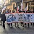 PAVIA -Ieri il Movimento animalista ha organizzato una marcia contro l'allevamento di animali da pelliccia e da inserti i pelliccia (oramai diffusissimi in moltissimi capi anche di basso costo). Alle...