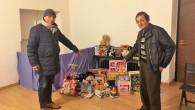 VOGHERA – La gara di solidarietà per regalare dei giocattoli ai bambini poveri della città può incominciare. Nel fine settimana è incominciata la raccolta di giocattoli usati (per chi vuole...
