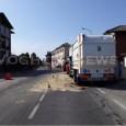 VOGHERA: Senso unico alternato questa mattina in via Negrotto. Il provvedimento viabilistico è temporaneoed è dovuto allaper perdita di olio da un autocarro dell'immondizia dell'Asm. Sul postola Polizia locale.