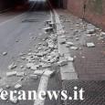 VOGHERA – Lavoro extra questa mattina per l'Asm e per la polizia locale. Un camion, intorno alle 8.30, ha perso una parte del carico. Si tratta di mattoni forati da...