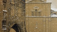 VOGHERA – Il Circolo filatelico numismatico vogherese ha realizzato una nuova cartolina per augurare buon Natale, realizzata graficamente da Guido Colla. La cartolina ritrae uno scorcio innevato di piazza Duomo...