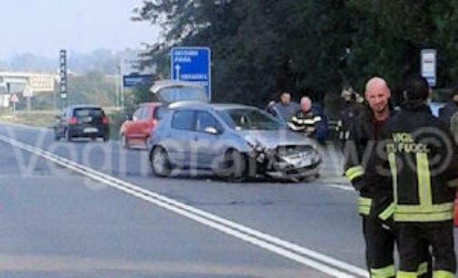MONTEBELLO 30/10/2014: Scontro fra due auto di fronte all'Iper. Tre i feriti