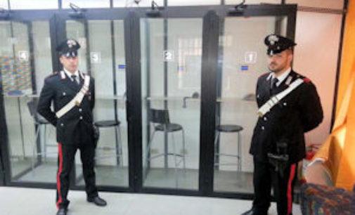 """VIGEVANO 26/10/2014:Chiuso dai Carabinieri """"Phone center"""" abusivo per migranti gestito da un italiano"""