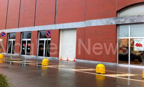 VOGHERA 27/11/2014: Colpo in piena notte all'Esselunga. I banditi hanno sfondato una delle vetrate. Segnalati furti anche in case private