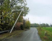 VOGHERA 14/11/2014: Il palo inclinato incombe si strada Folciona
