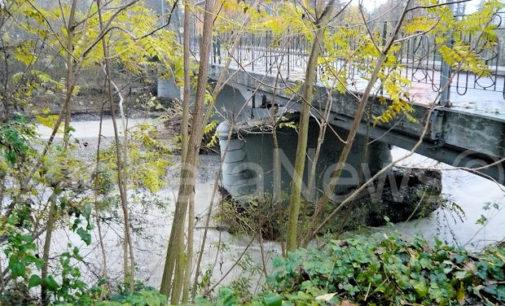 VOGHERA SALICE TERME 17/11/2014: Calano le piogge ma non l'allerta in Oltrepo. A Voghera allarme per l'esondazione di un rio che mette a rischio la ferrovia. A Salice il ponte resta chiuso e si attende di sapere se ci sono i soldi per sistemarlo