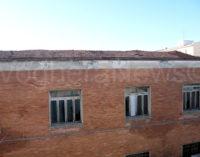 VOGHERA 28/01/2015: Iniziati i lavori per la messa in sicurezza degli ex Magazzini Generali il cui tetto è crollato (all'interno la FOTO dall'alto della parte restante del tetto)