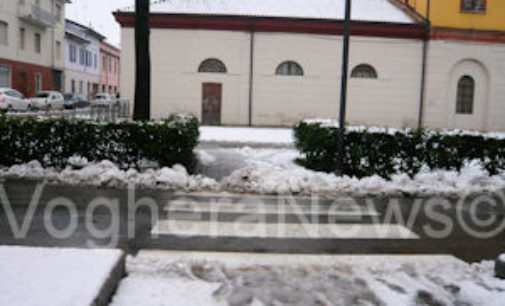 VOGHERA 22/01/2015: Neve. Attraversamenti pedonali sporchi. La foto di un lettore