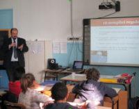 VOGHERA 23/02/2015: Scuola. Gli alunni della Dante a lezione di Internet, psicomotoricità e giochi logici
