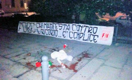 """PAVIA 11/02/2015: """"Chi manifesta contro il ricordo è complice"""". Striscione di Forza Nuova in Municipio"""
