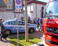 """VOGHERA 27/03/2015: """"C'è una bomba in Comune"""" (FOTO VIDEO). Telefonata al 113. Evacuata la sede all'ex caserma. In corso le verifiche. In mattinata anche un allarme rapina"""