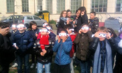 VOGHERA 20/03/2015: Scuola. Gli alunni della Dante osservano l'Eclissi