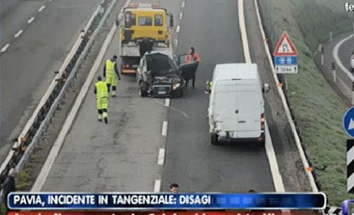 PAVIA 19/03/2015: Altro incidente sulla tangenziale. Un mezzo si ribalta. Tre i feriti