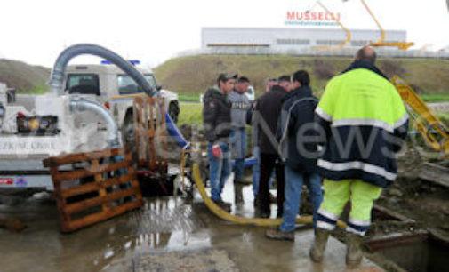 VOGHERA 26/03/2015: Conto alla rovescia per la riapertura della rotonda Nenni. Nella conca fervono i preparativi per l'arrivo delle nuove maxi pompe