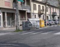 VOGHERA 13/04/2015: Ancora cassonetti nei mirino dei vandali. Rovesciati quelli lungo le vie del centro