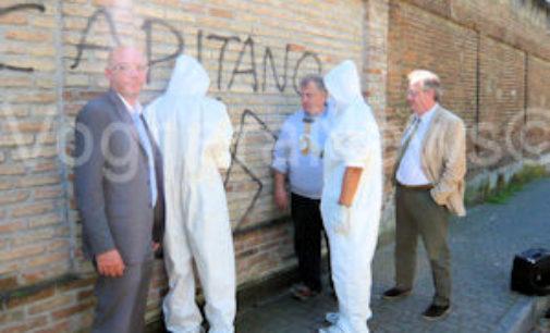 """VOGHERA 22/04/2015: Studenti puniti """"non"""" con la sospensione ma con """"lavori socialmete utili"""". Oggi la pulitura dei muri con la cancellazione di alcune svastiche"""