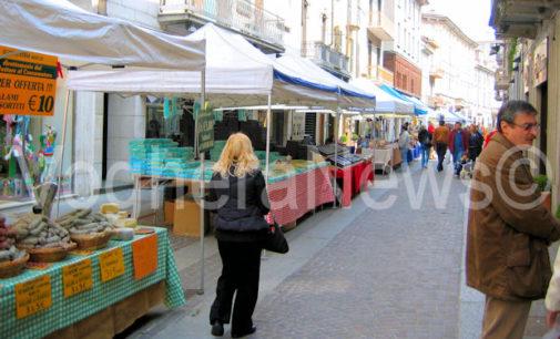 VOGHERA 23/05/2020: Coronavirus economico. Da oggi tornano (ma in Duomo) le bancarelle di via Emilia. Via libera anche all'ampliamento delle superfici e degli orari degli esercizi