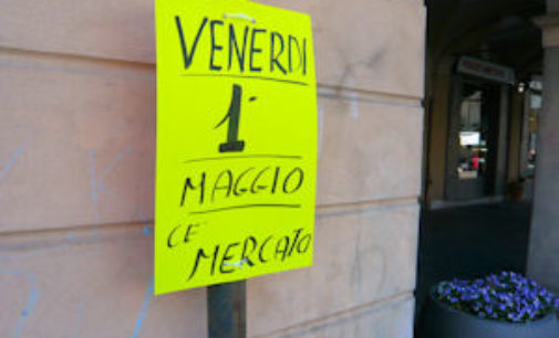 VOGHERA 29/04/2015: Il 1° di Maggio il Mercato in piazza Duomo c'è. Lo dice il cartello…