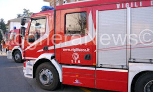 CASEI GEROLA 28/04/2015: Mini car va fuoco mentre percorre una strada di campagna