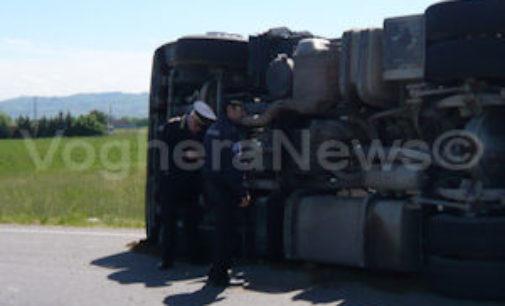 ZINASCO 29/04/2015: Ribaltamento tir cisterna Gpl. Sp193 chiusa fino a domani