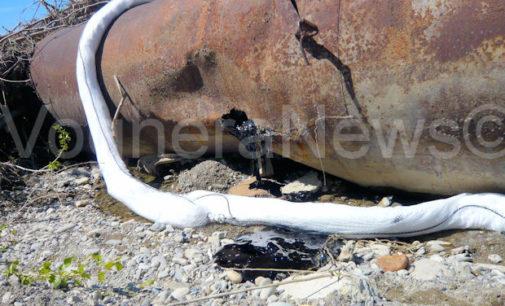 VOGHERA 22/04/2015: Cisterna sullo Staffora. Si rischia l'inquinamento. Dal serbatoio esce sostanza nera. Immediato l'intervento di Pompieri Arpa e Comune