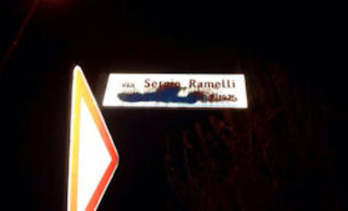 VIGEVANO 27/04/2015: Imbrattato il cartello  della strada dedicata a Sergio Ramelli