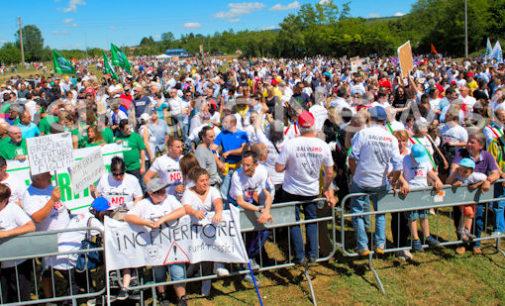 RETORBIDO 24/05/2015: Successone della marcia del Comitato per il No all'impianto di Pirolisi. Di fronte allo stabilimento erano più di 4.000