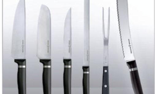 ZINASCO 11/08/2015: 7 coltelli in auto. Denunciato