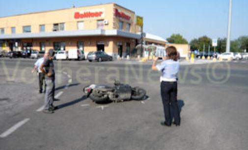VOGHERA 07/08/2015: Scontro auto-motorino. 36nne al pronto soccorso