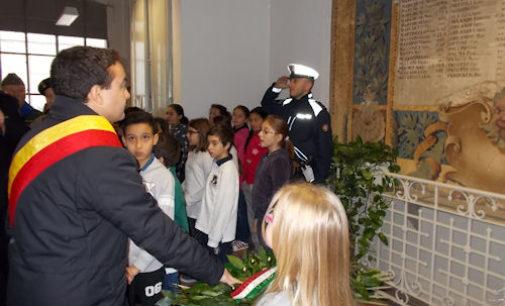 VOGHERA 05/11/2015: 4 Novembre. L'omaggio ai Caduti degli alunni della Scuola Primaria De Amicis