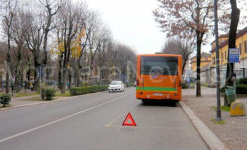 VOGHERA ZAVATTARELLO 25/11/2015: Bus sfortunati oggi in Oltrepò. Uno finisce in una scarpata. Un altro resta in panne