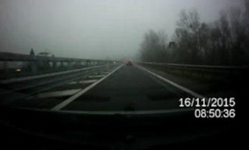 PAVIA 16/11/2015: Ancora pericoli nel tratto di Tangenziale Ovest laddove sbocca sulla Provinciale35. Anche oggi rischiato l'incidente (VIDEO&FOTO)
