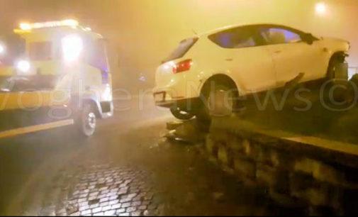 RIVANAZZANO 24/12/2015: Sbatte sulla rotonda e ci sale sopra con l'auto distruggendo tutto. Paura stamattina sulla Sp 461