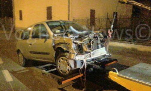 PIETRA DE GIORGI 02/12/2015: Auto distrutta nel fuori strada. Ferita una ragazza