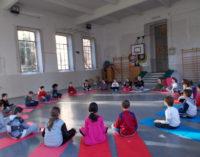 VOGHERA 25/01/2016: Scuola. Lezioni di yoga alla Scuola Primaria De Amicis