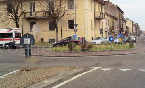 CASTEGGIO 27/02/2016: AGGIORNAMENTO. Lite fra migranti in via Emilia. Carabinieri fermano un uomo