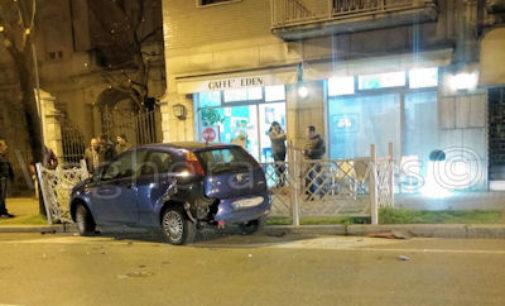 VOGHERA 13/03/2016: Incidente. Auto tamponata invade l'area tavolini di un bar