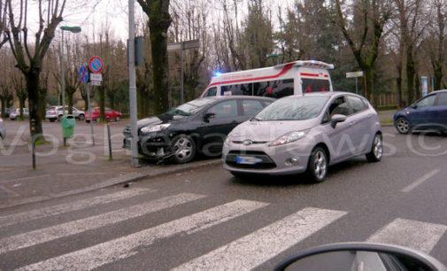 VOGHERA 09/03/2016: Incidente in viale Repubblica. Feriti due uomini